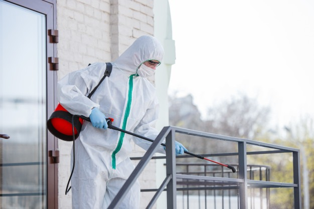 Spraying rails during the house cleaning services